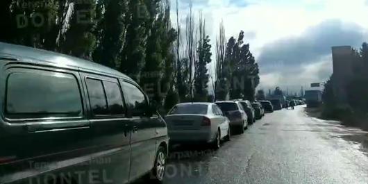 На незаконном КПП в Россию из ОРДО на авто упало дерево, - ФОТО, фото-1