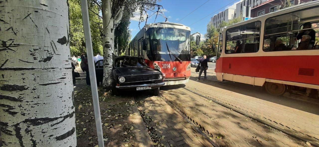 «Как там вообще могла оказаться машина»: в Донецке обсуждают ДТП с трамваем, - ФОТО, фото-1