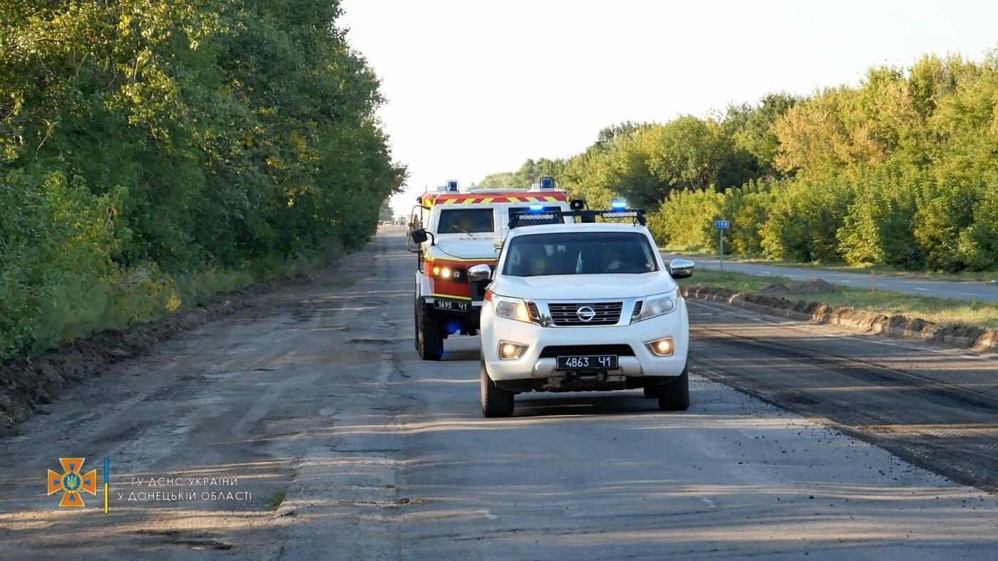 Саперы обезвредили боеприпас на трассе под Волновахой, - ФОТО, фото-5