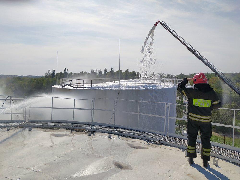 На нефтебазе в Донецке после взрыва сгорело свыше тысячи тонн российского топлива, - ФОТО, фото-2