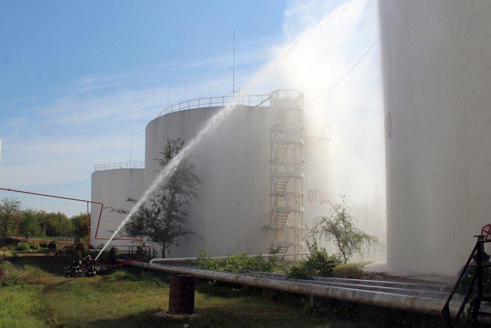 На нефтебазе в Донецке после взрыва сгорело свыше тысячи тонн российского топлива, - ФОТО, фото-1
