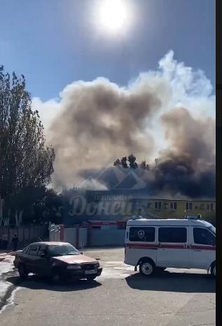 Крупный пожар в Донецке: горит цех по производству воды, - ФОТО, фото-4