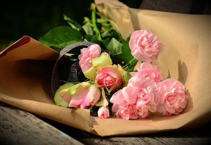 Картинки по запросу Хотите отправить цветы почтой или курьером?